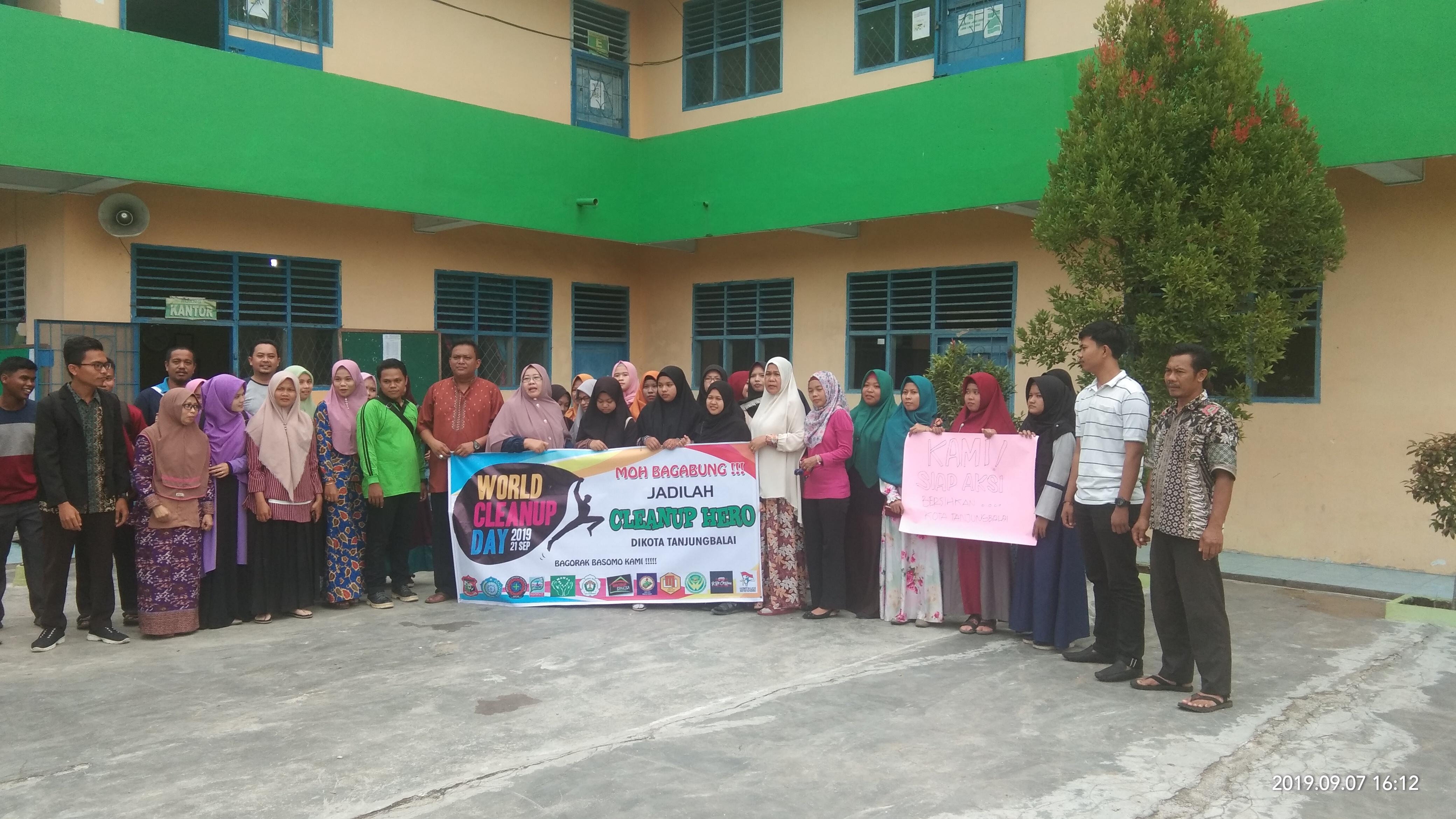 Sosialisasi World Cleanup Day (WCD) di Kampus STAI Al-Hikmah Tanjungbalai